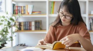meningkatkan literasi keuangan dengan membaca buku finansial